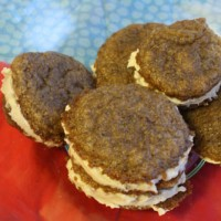 Vegan whoopie pies with warming ginger and rich green tea flavors.