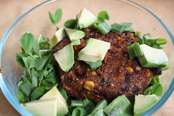 Got some leftover veggie chili in the fridge? Turn it into yummy vegan bean burgers!
