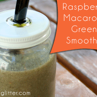 raspberry macaroon green smoothie