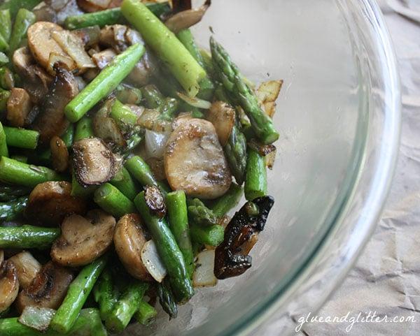 Easy Quinoa Pilaf with Asparagus and Button Mushrooms #vegan #holidayrecipes #quinoa