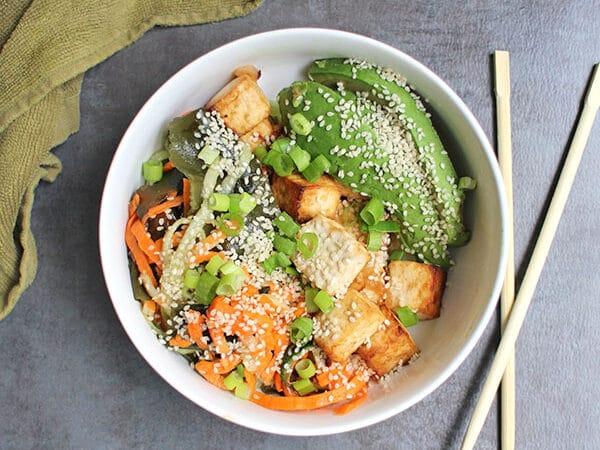 bowl of vegan seaweed salad