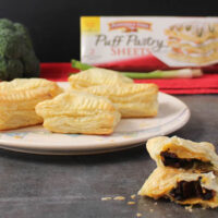 Broccoli-Bacon Vegan Hand Pies are simple to make and a perfect appetizer or even grab-and-go snack. #ad #InspiredByPuff @PFPuffPastry